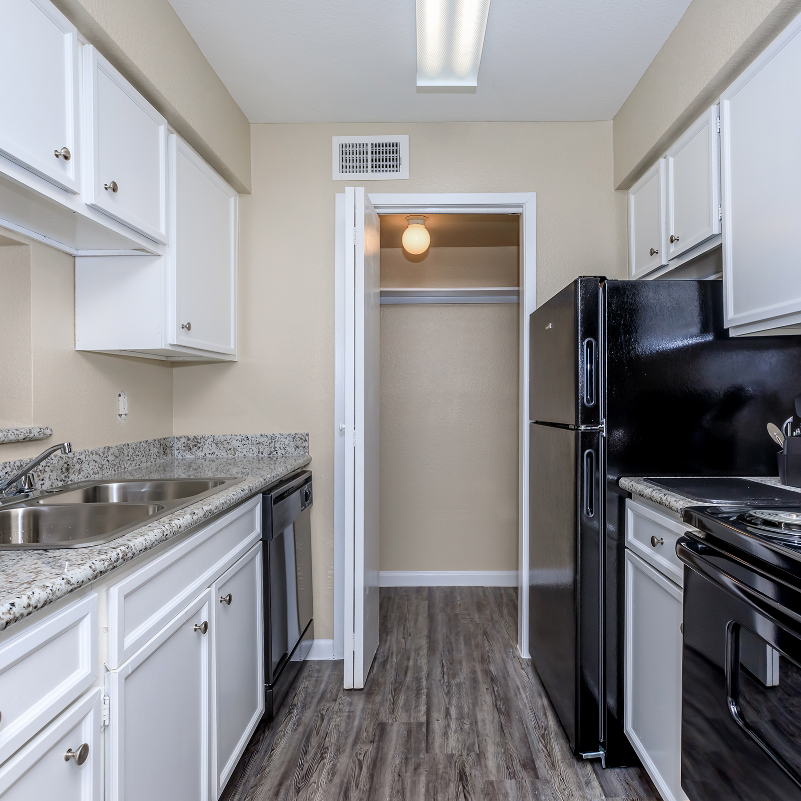 Crescent Apartments: Apartments In Houston, TX